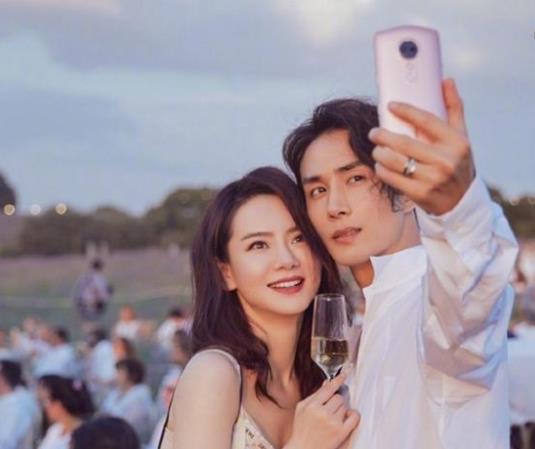 戚薇李承铉是怎么认识的:两人被传离婚真相揭秘