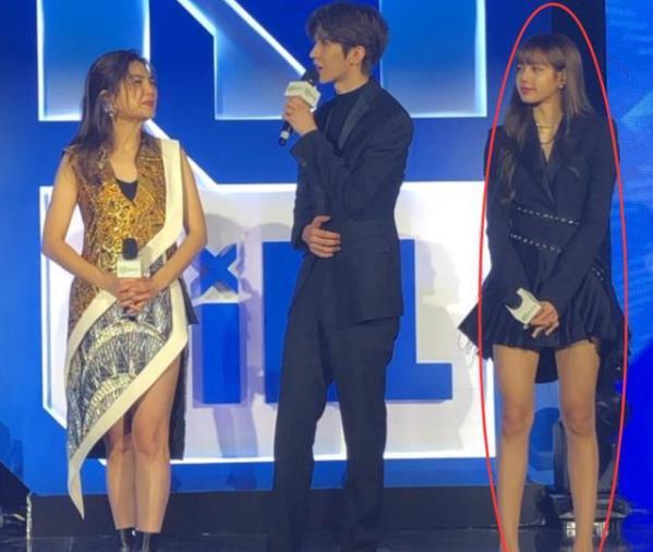 《青你2》发布会Lisa大长腿实力抢镜